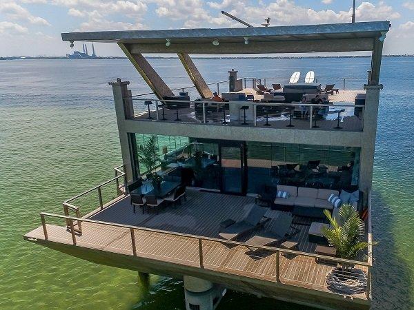 Яхта-особняк за 12 миллионов долларов, которая сделана целиком из нержавеющей стали