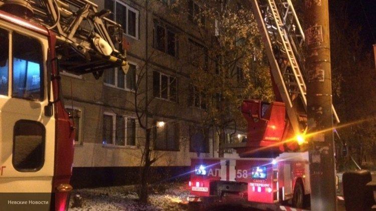 Из горящей квартиры в Мурманске пожарные спасли семерых человек