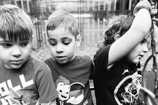 """Евгений Цыганов опубликовал фото с подросшими дочерьми: """"Банда"""" Звездные дети"""
