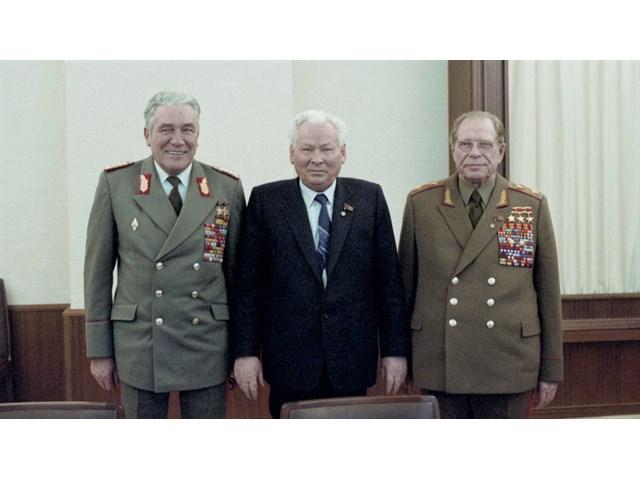 Тайна смерти маршала Устинова: ЦРУ травило неугодных сильных советских руководителей история
