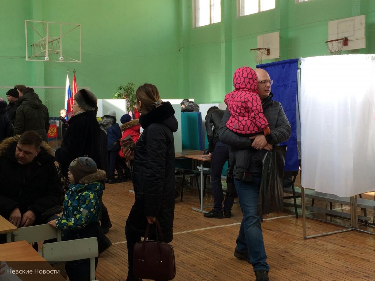 Явка избирателей на выборах президента в Крыму за первые 4 часа превысила 32%