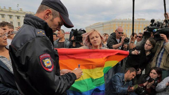 BBC News Русская служба:  ЕСПЧ обязал Россию обеспечить однополым парам юридический статус