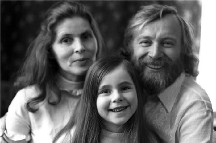 Семейные фото любимых с детства актеров знаменитости