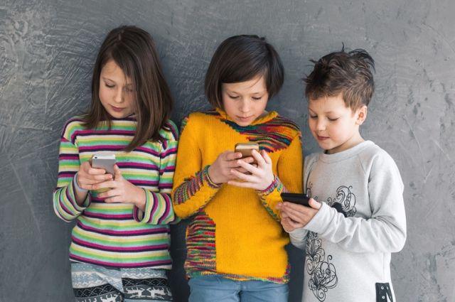 Жизнь без мобильного. Почему богачи в США запрещают своим детям гаджеты?