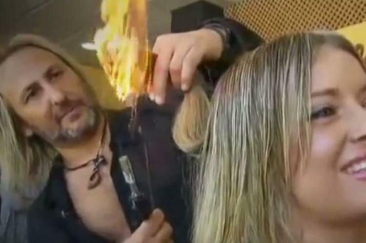 Испанский парикмахер-ниндзя стрижет клиентов огнем и мечом Альберто Олмедо, испания, мадрид, необычный салон красоты, парикмахер, удивительное рядом, цирюльник, экстремальная стрижка