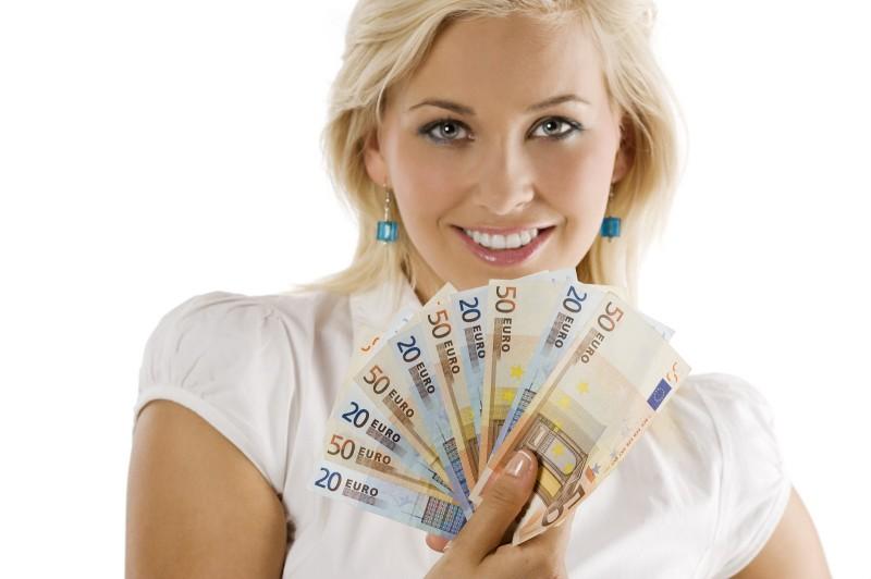 фото человек много денег обнимает