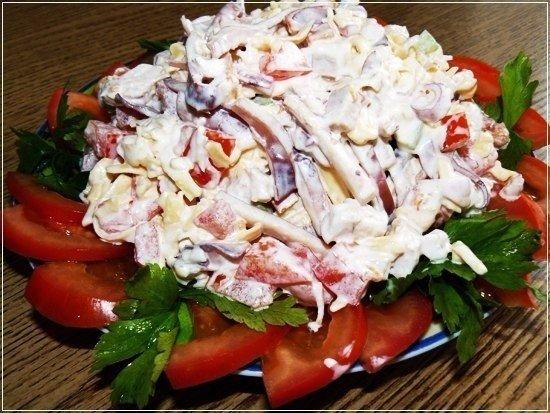 Салат с кальмарами и чесноком — вкус бесподобный