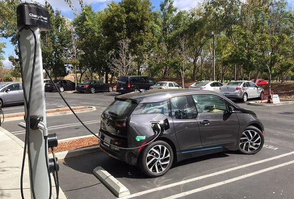 В Китае электромобиль передает данные правительству