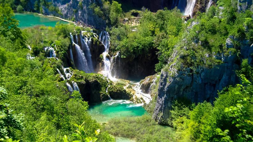 Плитвицкие озера в Хорватии: как на одной реке возникло так много озер и водопадов