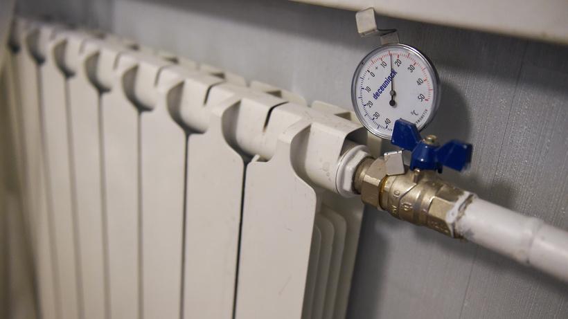 В Москве досрочно включат отопление в школах и больницах