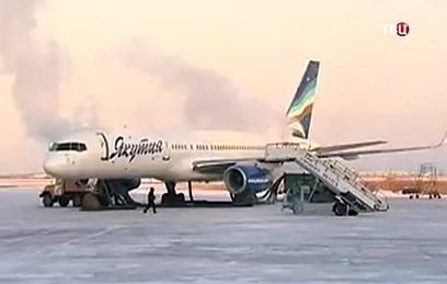 Самолет Ан-24 экстренно сел в Благовещенске из-за технических неполадок