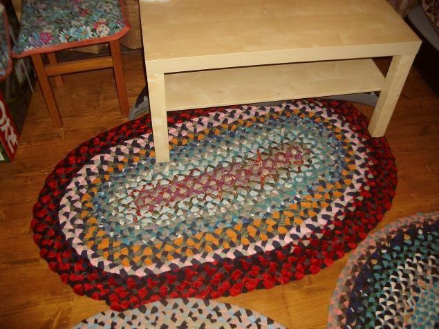 Мастерим коврик из косичек