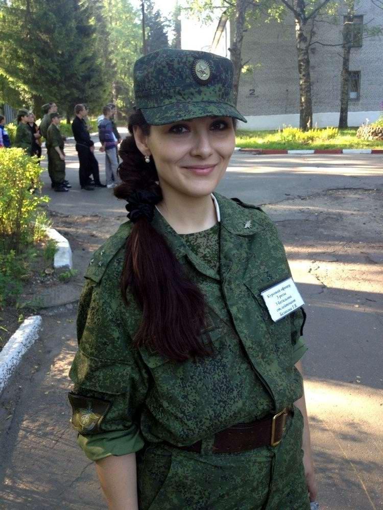Стретиз девушек в военной форме