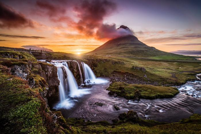 Одна из самых знаменитых гор в Исландии, её высота 463 метра, находится она на полуострове Snaefellsfnes и является визитной карточкой горда Грундарфьордура.