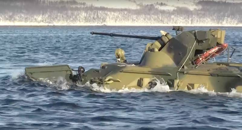 На Балтфлоте морской пехотинец утонул вместе с БТР