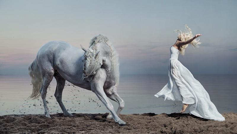 Сюрреализм, подчеркивающий женскую красоту фотография