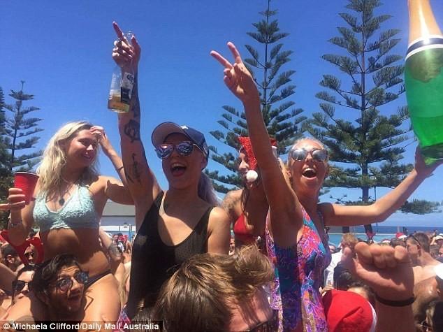 Спонтанная рождественская вечеринка на пляже Куджи в Сиднее: вот так должно выглядеть Рождество!