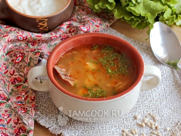 Рассольник с томатом, перловкой и солеными огурцами