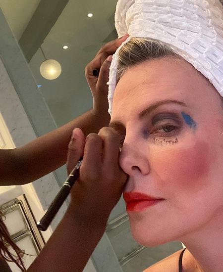 Шарлиз Терон пошутила над макияжем Кайли Дженнер Новости красоты