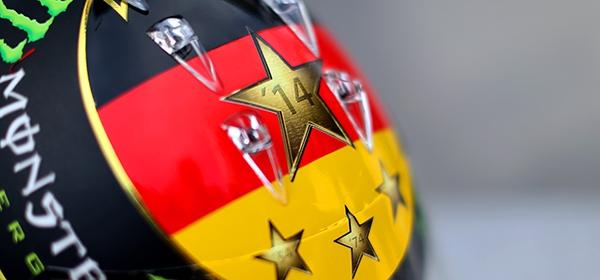 Пилота Формулы-1 Нико Росберга заставили перекрасить шлем