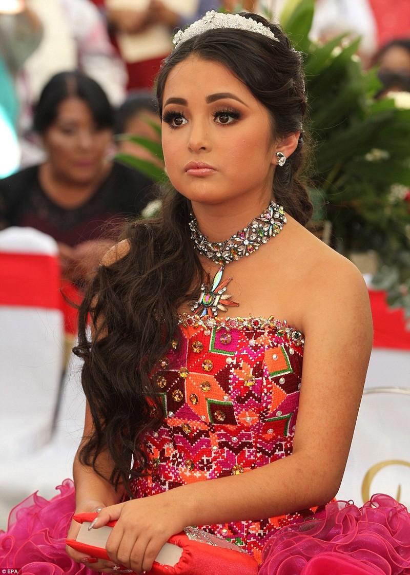 таких красивые мексиканские женщина фото вот уже она