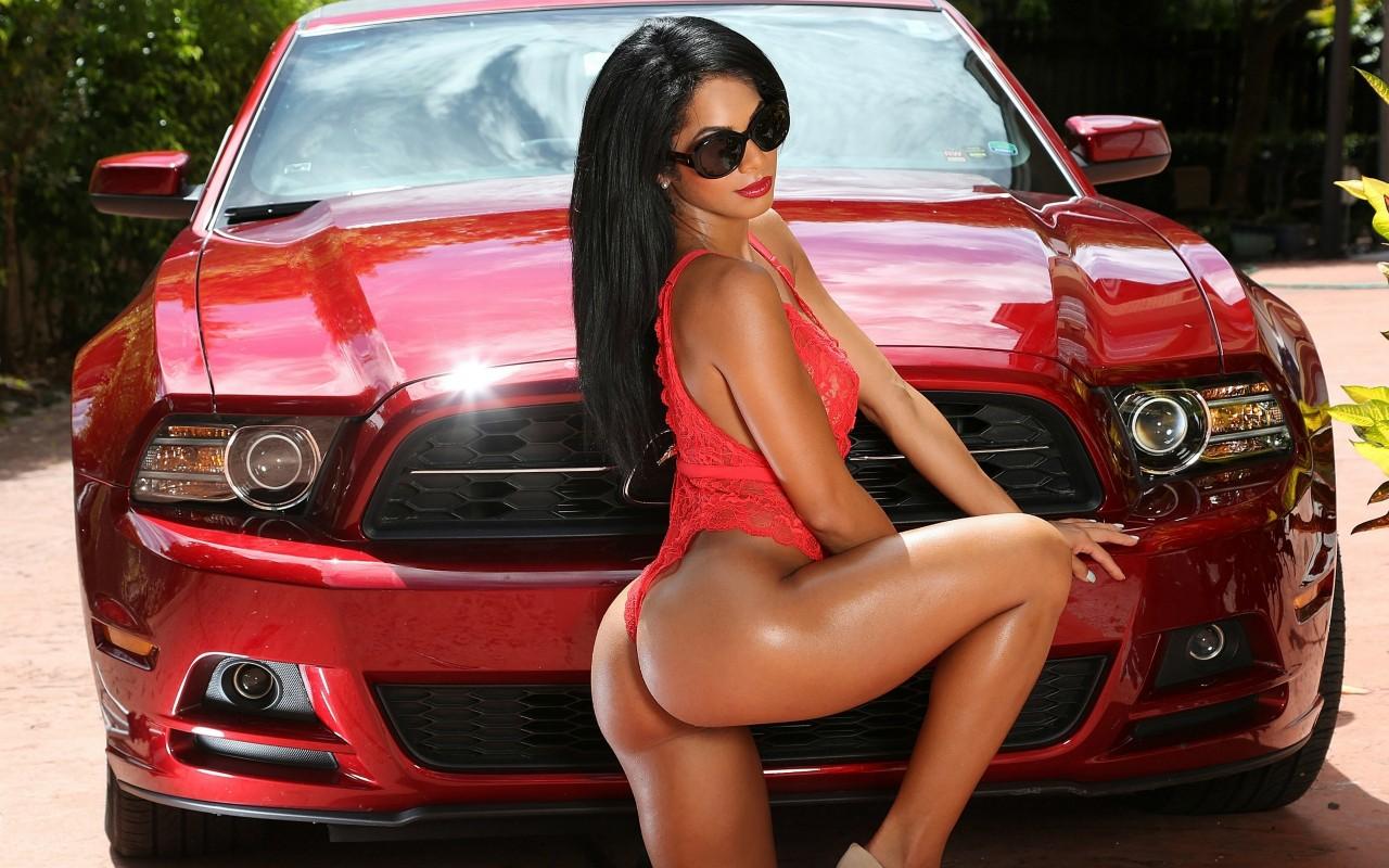 Смотреть секси и секси машины, В порно видео секс машины жестко трахают девушек 24 фотография