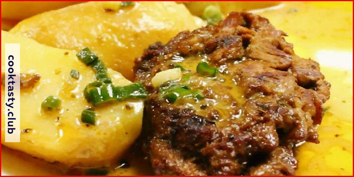 Стейк из свинины с картофелем и белым соусом
