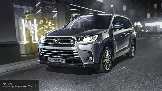 Компания Toyota проводит дорожные тесты обновленного Highlander