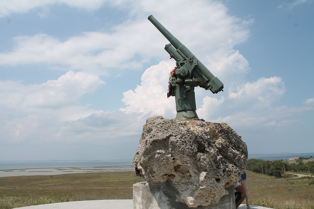 Monument_to_Soviet_paratroopers_killed_in_1943-1944,_on_the_waters_of_the_Strait_of_Kerch_and_Taman_Bay_in_the_Battle_of_Crimea