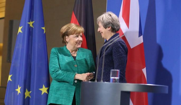 """Спор """"хромых уток"""": Меркель выдвинула ультиматум Мэй"""