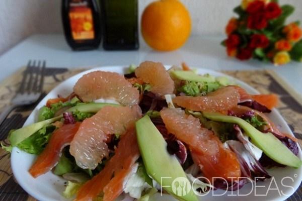 Салат с семгой, авокадо и грейпфрутом