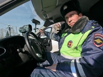 Житель Севастополя похитил  у сотрудников ГИБДД видеорегистратор, который зафиксировал нарушение мужчины