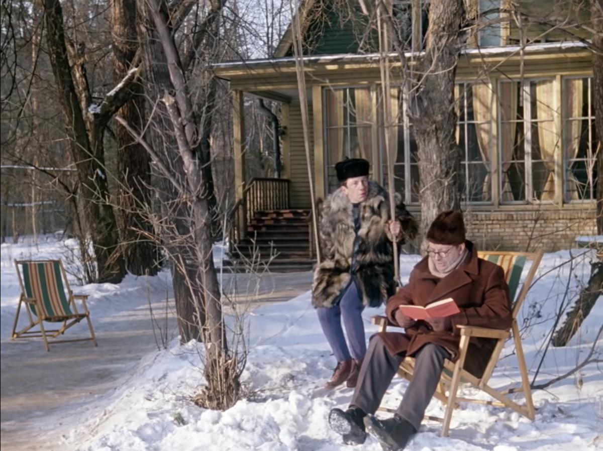 Неслабый такой загородный дом по советским меркам (кадр из фильма)