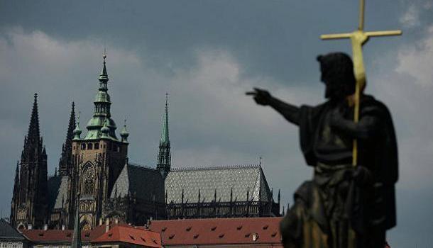 Премьер Чехии допустил возможность высылки российских дипломатов