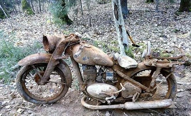 75 лет в земле: поисковики нашли мотоцикл, закопанный при отступлении немецким солдатом Культура