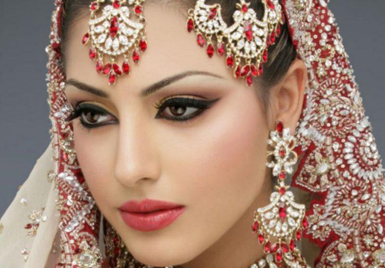Очаровательные девушки разных национальностей