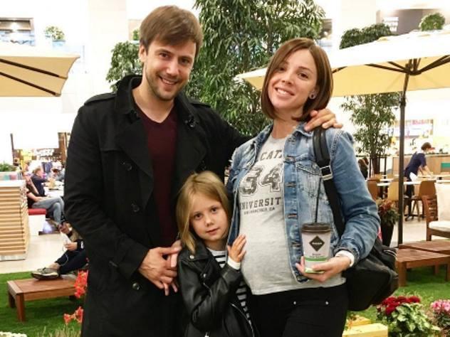 Бывший муж Арнтгольц показал фото с новорожденным сыном
