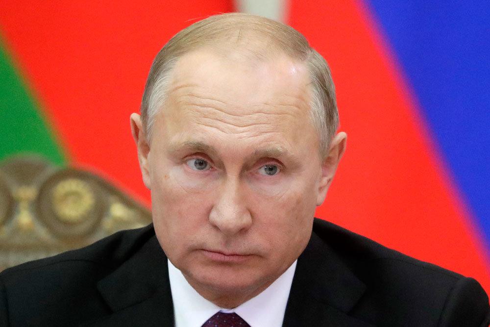 Путин поручил создать учебник по нацполитике для чиновников
