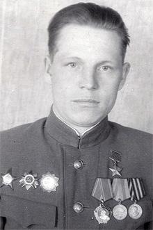 Умный бой героя Ивана Кустова:  фашисты сузили кольцо окружения, но они не отступили,  а атаковали