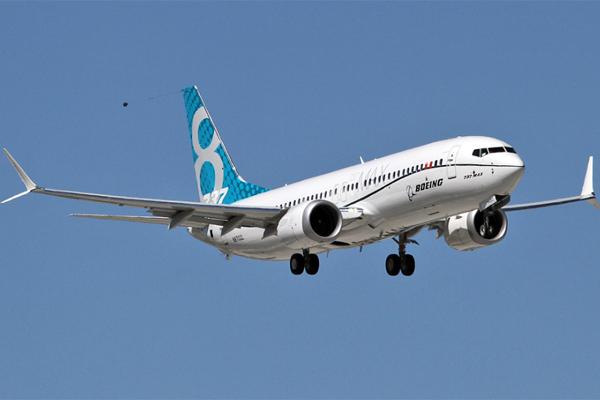 Паникующий Boeing срочно вып…