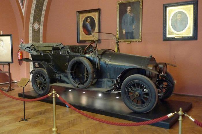 Проклятый автомобиль Франца Фердинанда.