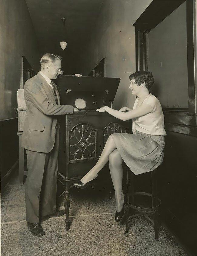 6. Владимир Зворыкин с первым электронным телевизором, США, 1934 год винтаж, интересно, исторические кадры, исторические фото, история, ретро фото, старые фото, фото