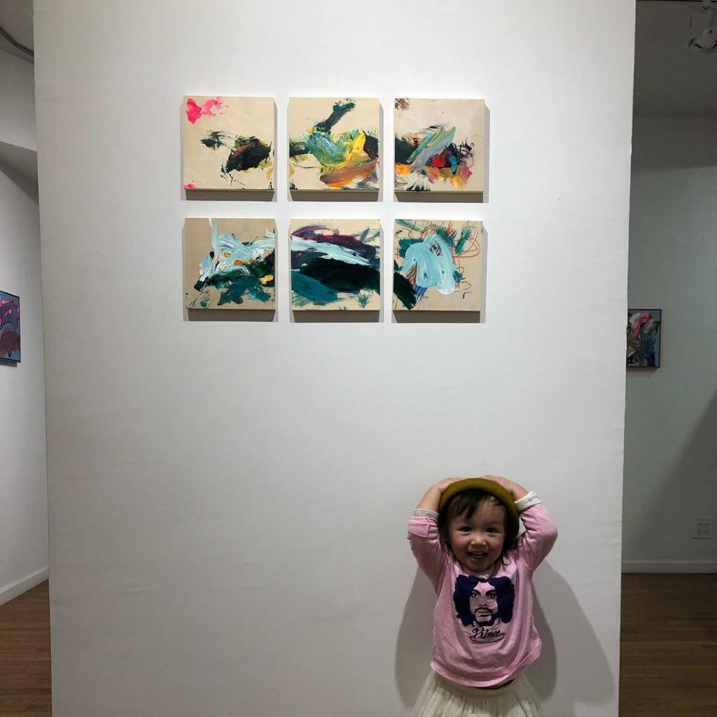 Маленькая, да удаленькая: двухлетняя девочка зарабатывает тысячи долларов благодаря своему таланту