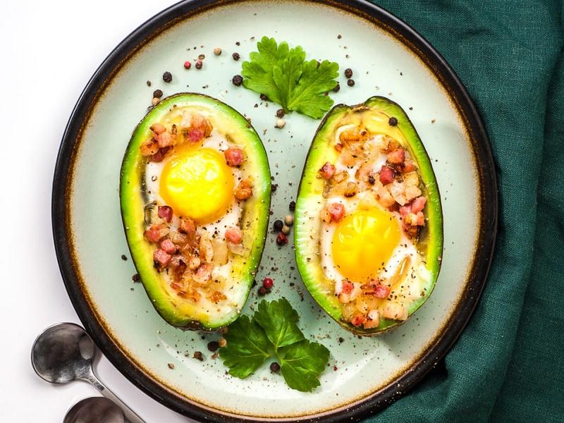 яичница в авокадо рецепт