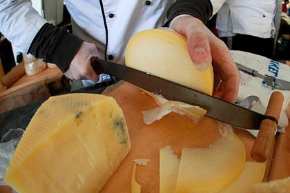 Российские сыровары выступили против возвращения итальянского пармезана Экономика