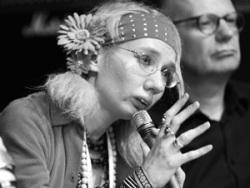 «Поэт Майдана» попросила прощения у Одессы и Донбасса