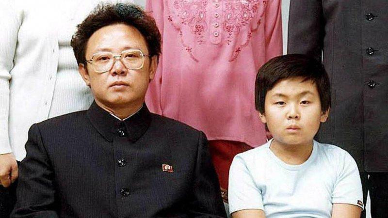 Ким Чен Ын, высший руководитель КНДР Меркель, Трамп, детство, история, медведев, путин, юность