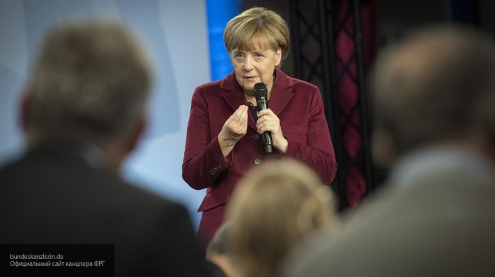 «Позиция Меркель не меняется»: эксперт о решении Германии продлить санкции против РФ