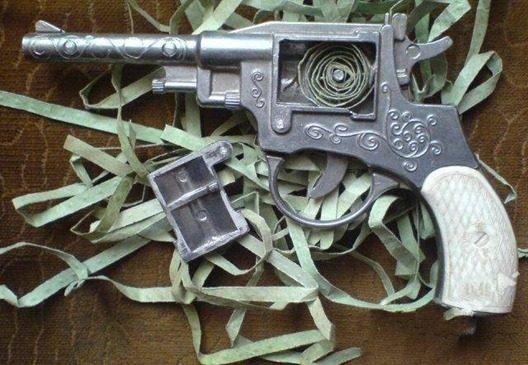 Ностальгические картинки пистолетов для наших мальчишек. У кого такие были?