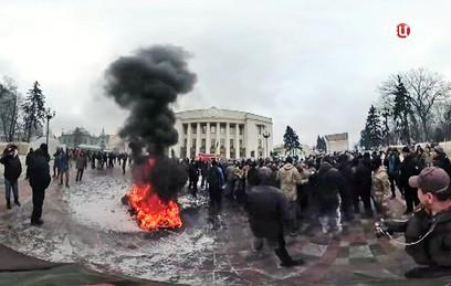 В результате столкновений около Рады в Киеве пострадали 8 полицейских